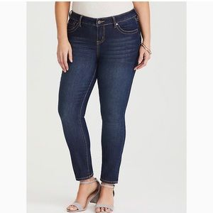 🍃Torrid skinny jeans size 16 short🍃
